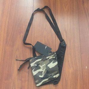 Nike unisex camouflage bag NWT